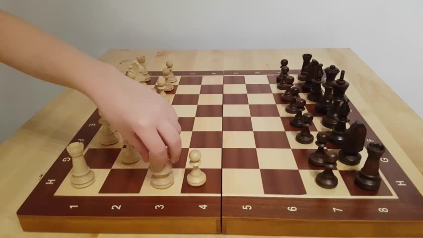 WOOD BROWN WOODEN MEDIUM HAND CRAFTED CHESS SET