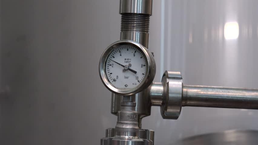 Header of manometer