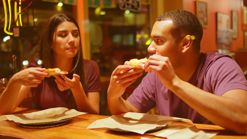 a comparison between eating out and eating at home Eating out instead of cooking at home continues to increase as a factor impacting the american diet americans face a large variety of food options and food establishments when choosing to eat out.