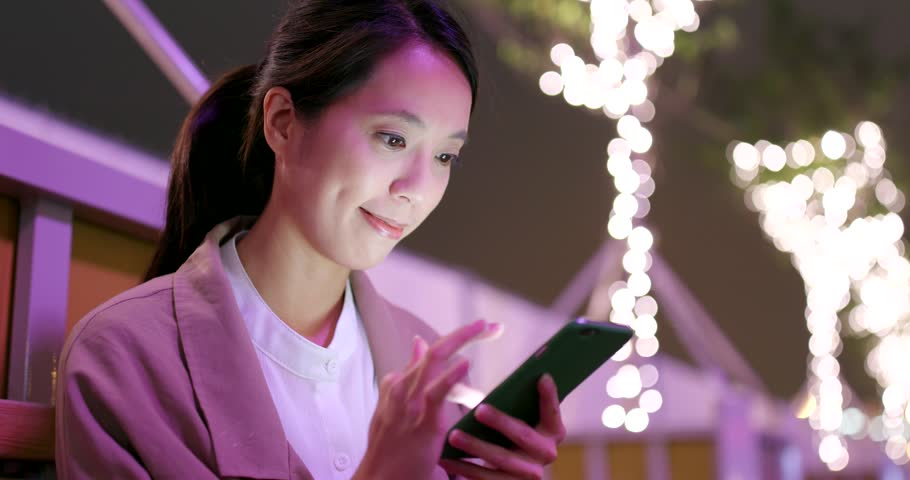 Business woman use of mobile phone online   Shutterstock HD Video #1009966760