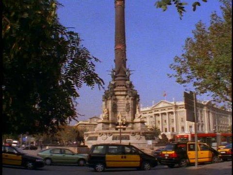 SPAIN, 1999, Christopher Columbus column, M traffic, tilt up