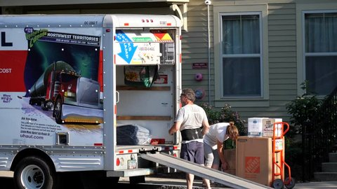 U Haul Moving Truck >> Uhaul Van Truck Helps Couple Move From Apartment Building Melrose Massachusetts Usa July 8 2018