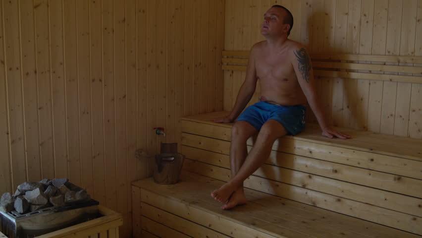 Разрешила при девушки писают в бане на парней
