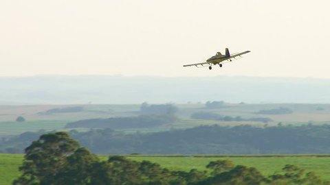 Crop duster over a cornfield, maneuvers, round trip
