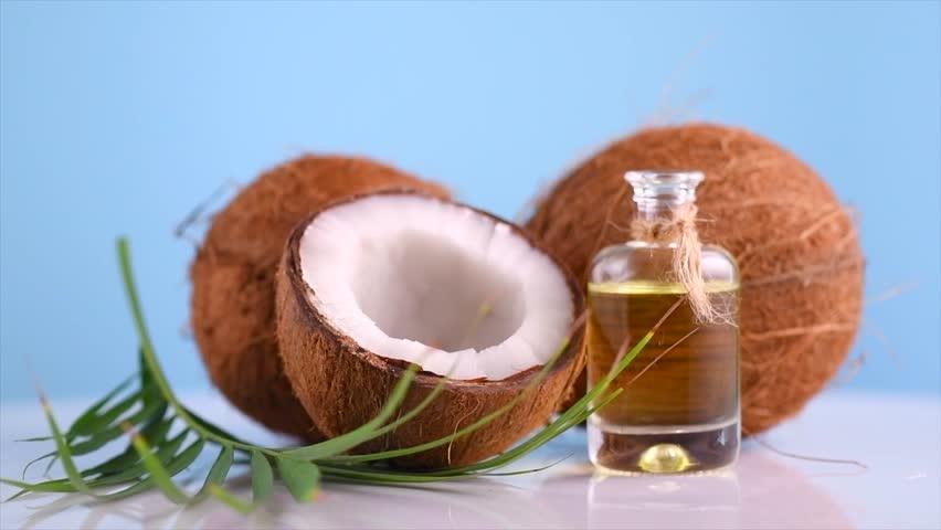 Minyak kelapa untuk Mengatasi Kulit Kering