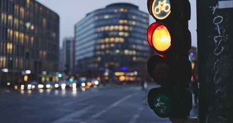 Traffic Light Changes from Red to Green on Busy City Intersection. SLOW MOTION 4K. City traffic light changing signal, allowing cars to proceed, Evening City Backround. Safety regulations.