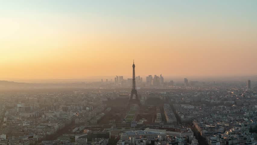 Sunset timelapse in Paris France of the Eiffel Tower 4K