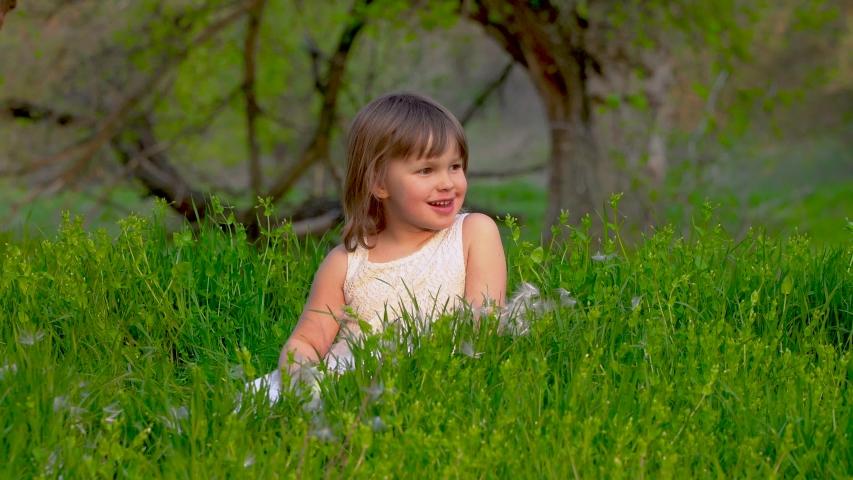 happy little girl - 853×480