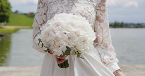 The bride goes with a bouquet