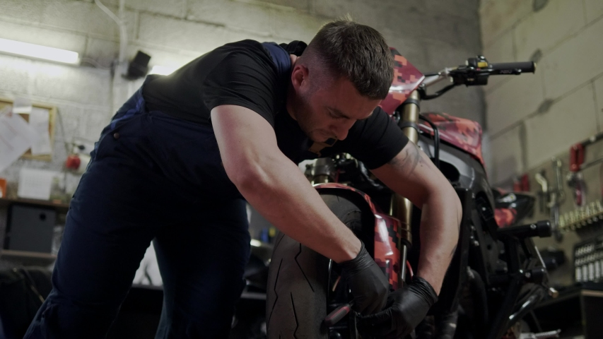 threesome-video-mechanic