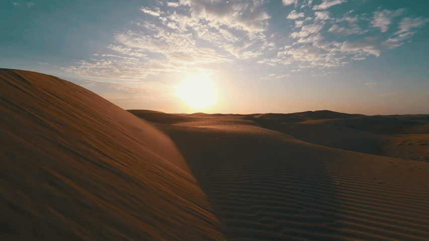 Close shot of the side of a large dune in the Arabian desert