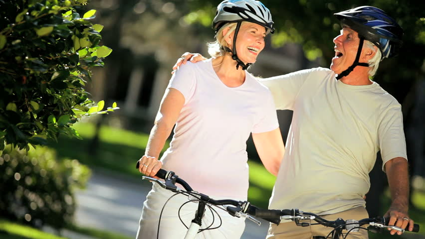 Portrait of a happy healthy senior couple enjoying their retirement out cycling