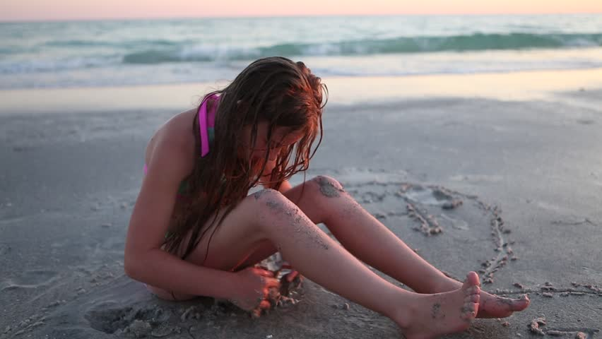teen-sex-teen-girl-on-the-beach-dolly-leigh