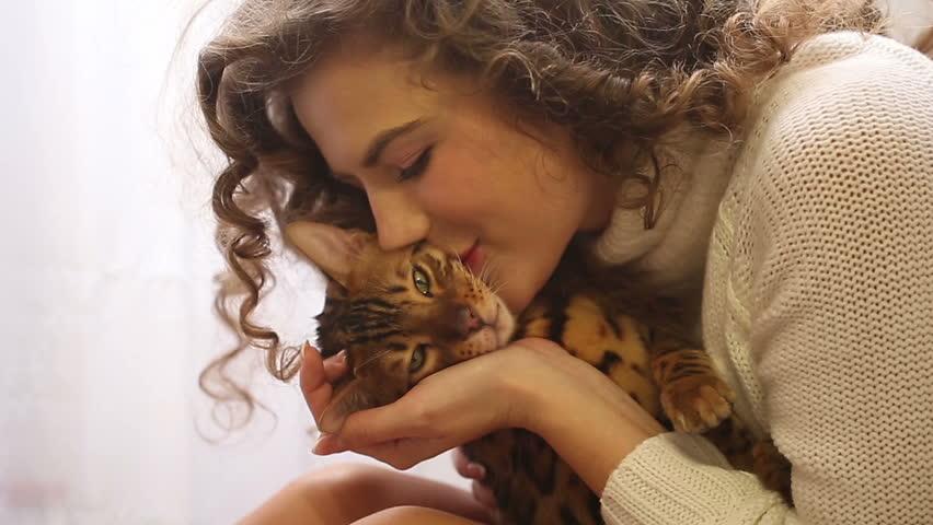 Girls Kissing Videos
