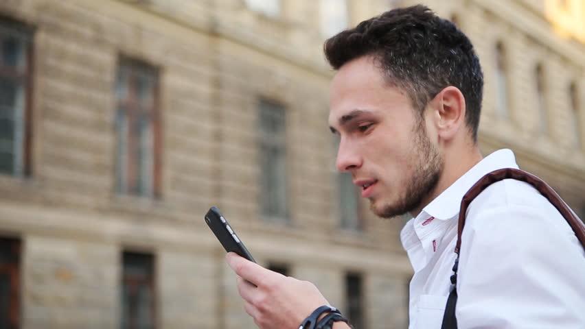 Resultado de imagen para person watching a mobile