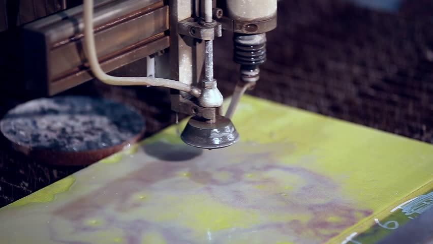 Sandblasting machine works with fiberglass.