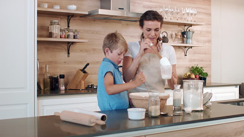 Resultado de imagem para boy and mummy in the kitchen