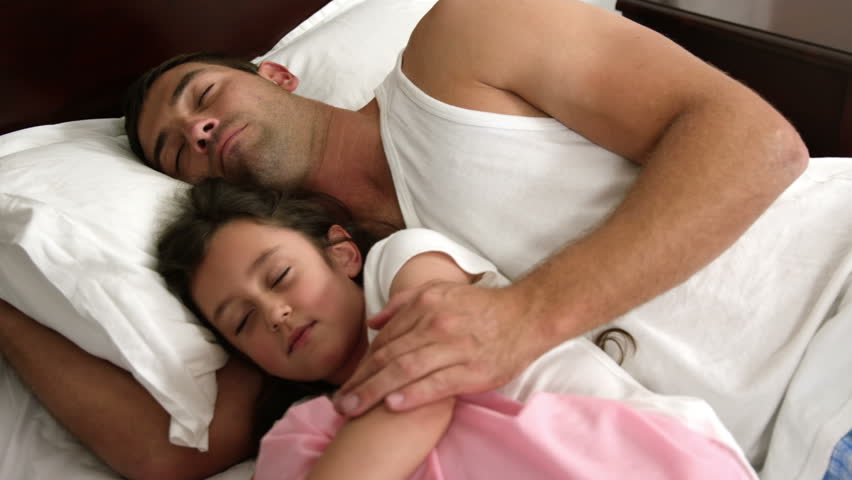 Dad And daughter(娘) Sleeping In The Same Bed 動画素材 16385770