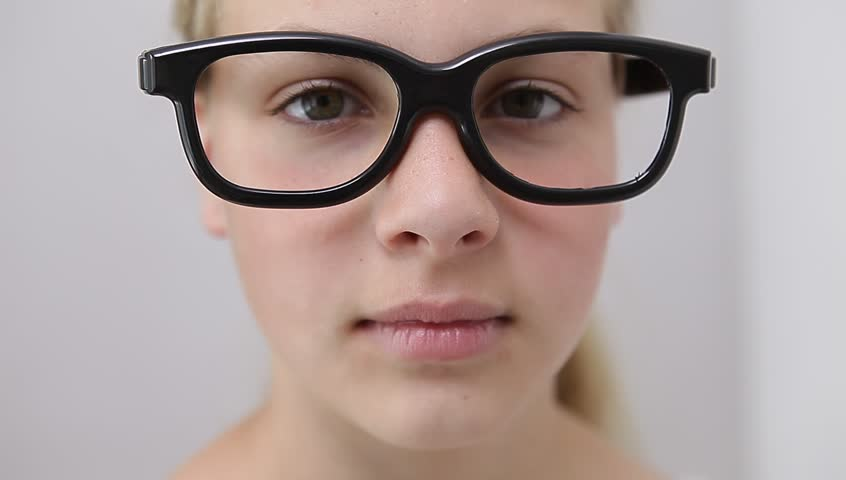 teens-girls-with-nerd-glasses