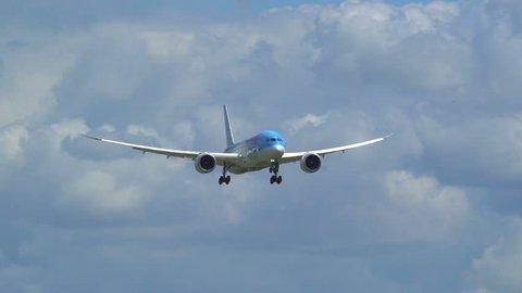 Slomo Touchdown Boeing 787-800 Dreamliner TUI PH-TFM at Schiphol 100 FPS, 14 July 2016