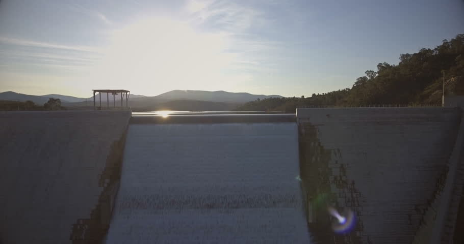 Cotter dam in Canberra overflowing
