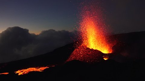 night eruption reunion island volcano