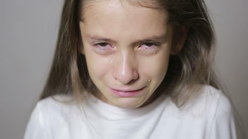 Αποτέλεσμα εικόνας για little girl crying