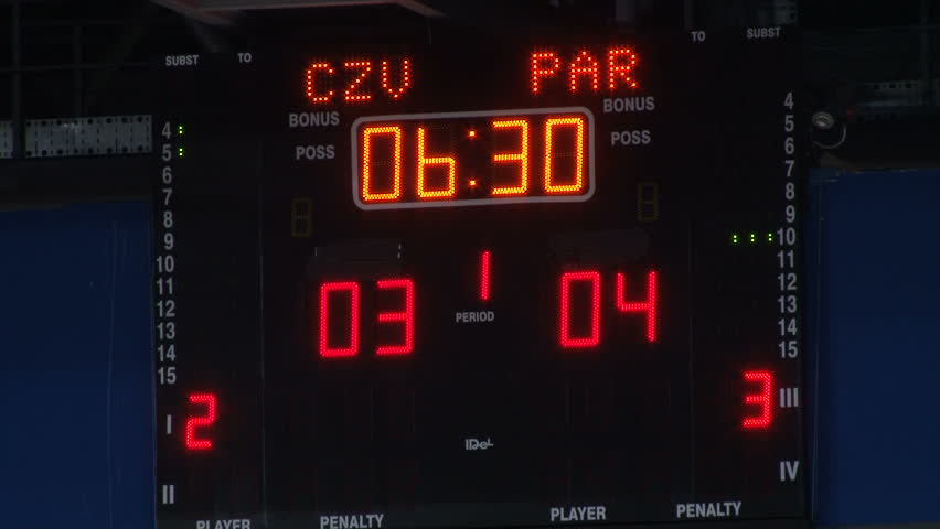 The scoreboard shows the score between rivals