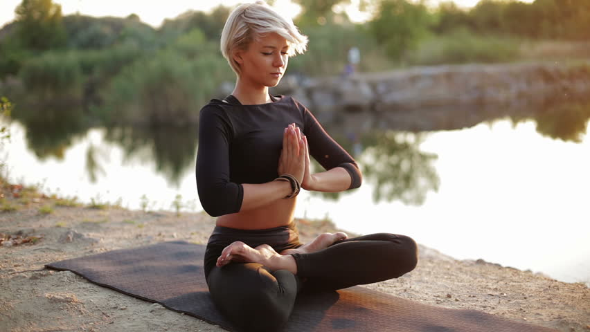 Beautiful Sexy Girl Meditates In Stockvideos -8483