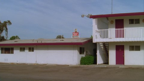 day Pan right ND Raked left 2 story roadside motel (Sep 1998)