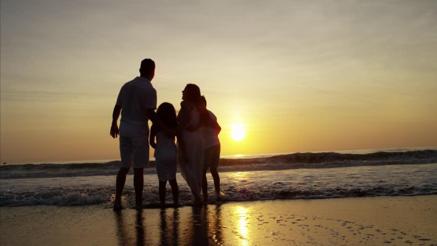 Silhouette Hispanic Couple Family Girl Videos De Stock 100 Libres De Droit 22097650 Shutterstock