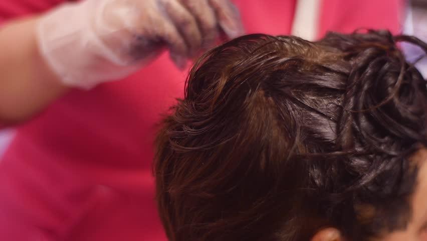Hair Dyeing at Home, Amateur Vidéos de stock (100 % libres de droit ...