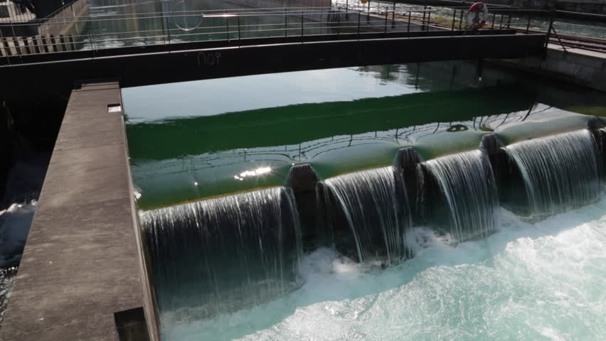 A close up RAW video of the auxiliary weir on the Reuss river in Lucerne. A good example of toothed weir design in the field of water engineering.