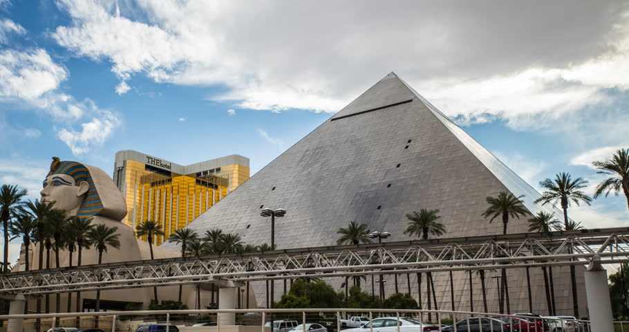 Las Vegas 2017 4k Time Lapse Of The Amazing Egyptian Themed Luxor Hotel In Stock Footage Video 24376400 Shutterstock