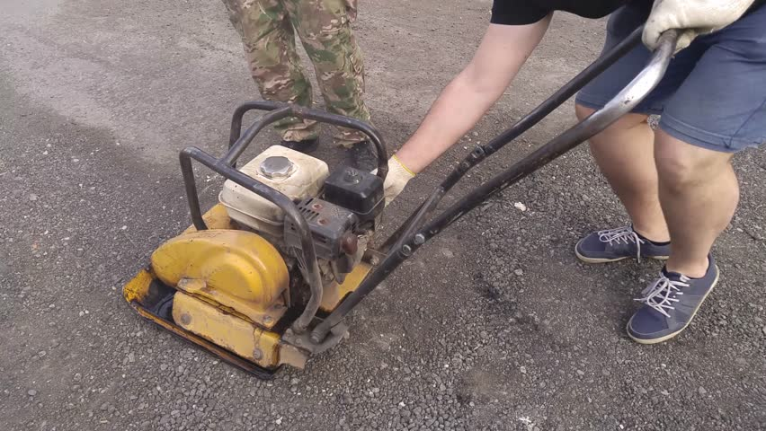 how to use a pneumatic jackhammer