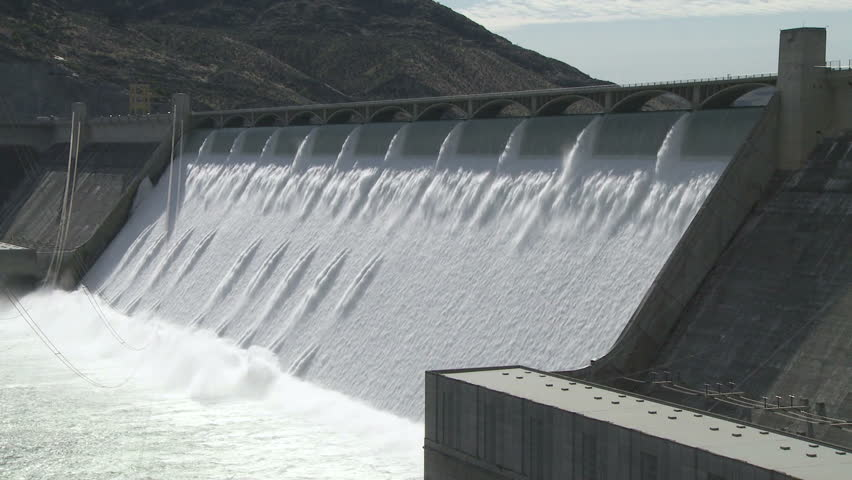 The famous Grand Coulee Hydroelectric Dam with spillway in full flow, Columbia River, Washington, U.S.A.