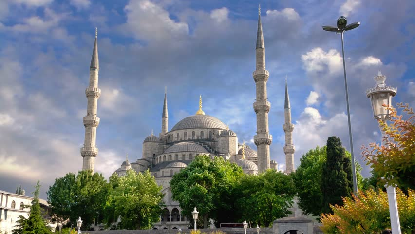 Timelapse, Spring clouds over Blue Mosque