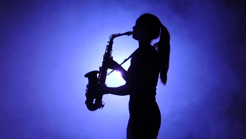 klip-devushki-s-saksofonom-i-chernimi-pishnimi-volosami-savanna-semson-smotret-film