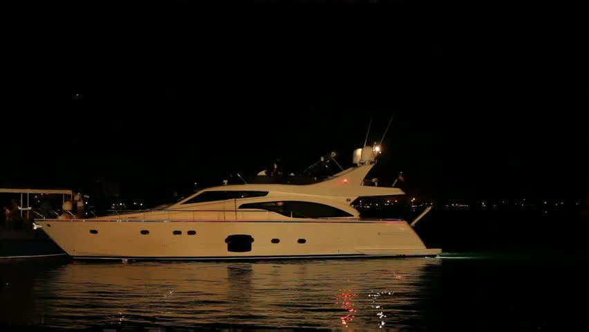 yacht night ile ilgili görsel sonucu