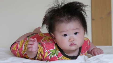 Baby not on bad mood on the bed / Japanese baby 7 months old