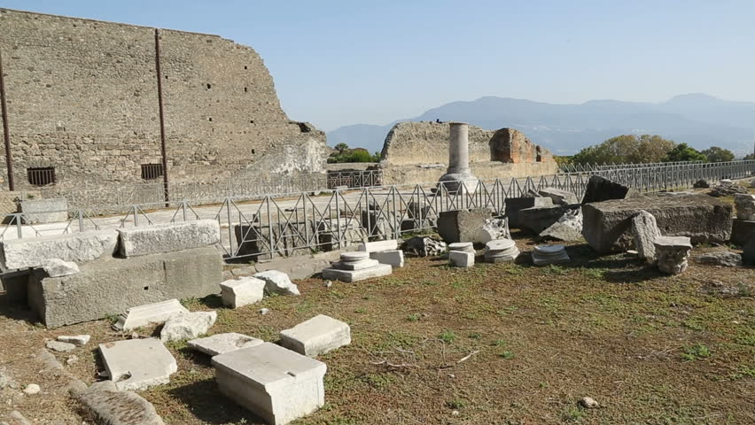 an observation and analysis of the ancient city of pompeii Wall of pompeii before pompeii was under roman jurisdiction, a high stone wall was erected around the city except on the frontier, no cities.