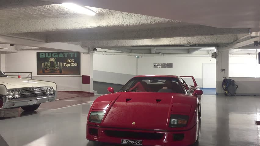Ferrari f40 enters the garage and does parking legend f40 for Garage auto france