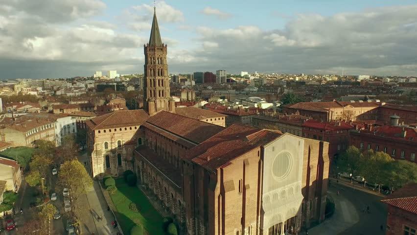 L'église Saint-Sernin vue du ciel