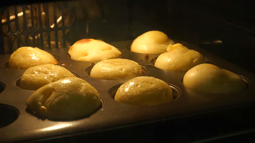 Time Lapse of Yorkshire Puddings Rising in Oven