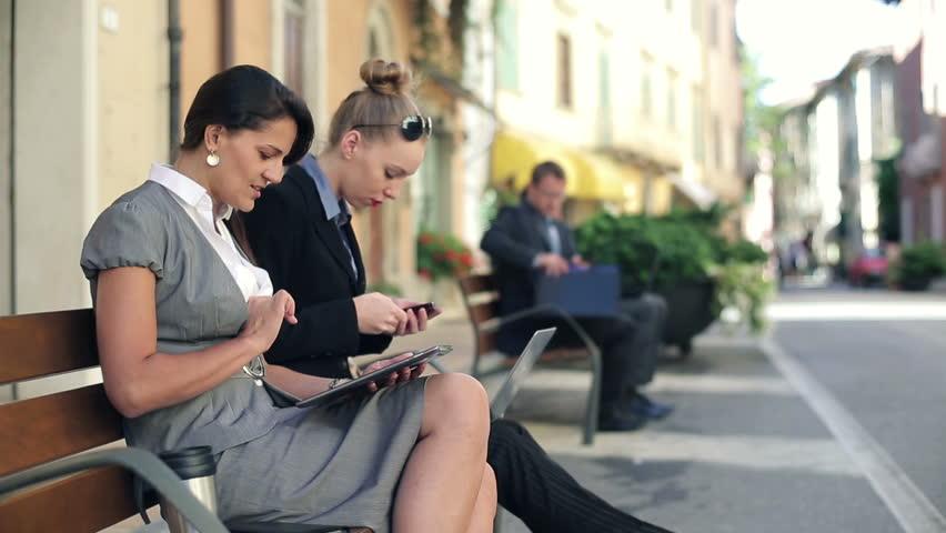 """Résultat de recherche d'images pour """"people on computer and smartphone"""""""