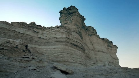 low angle wall of strata