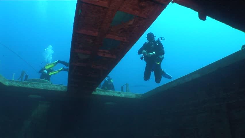 Scuba divers exploring the ship wreck | Shutterstock HD Video #31252120