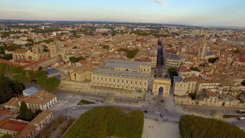 Horizontal aerial tracking shot of the Palais de Justice and the Porte du Peyrou
