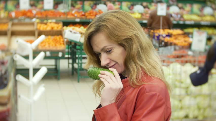 Young woman choosing food in grocery store, woman shopping in supermarket. 4k, background blur | Shutterstock HD Video #34998712