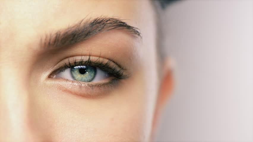 Beauty eye blinking makro close up